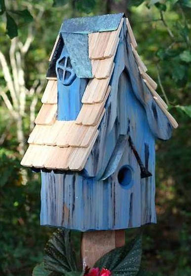 Most houses with 1.5-inch entries are bluebird friendly